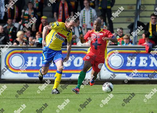 2013-04-28 / Voetbal / seizoen 2012-2013 / Westerlo-Oostende / Bart Goor (l. Westerlo) met Xavier Luissint..Foto: Mpics.be