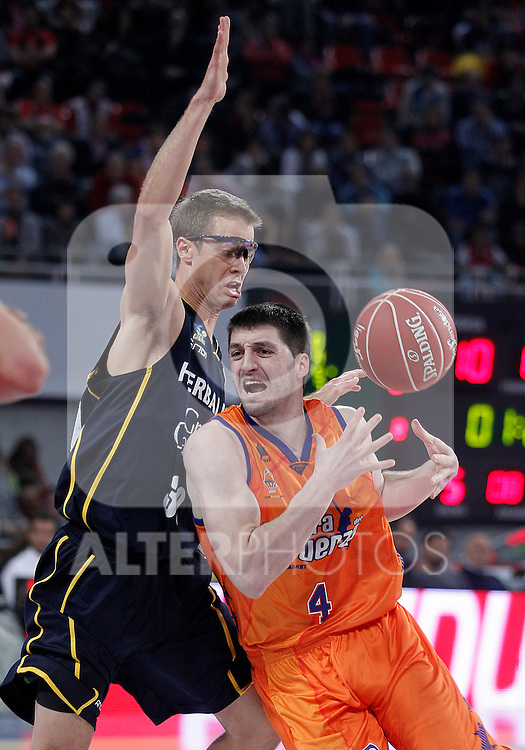 Valencia Basket Club's Stefan Markovic (r) and Herbalife Gran Canaria's Jon Scheyer during Spanish Basketball King's Cup semifinal match.February 07,2013. (ALTERPHOTOS/Acero)