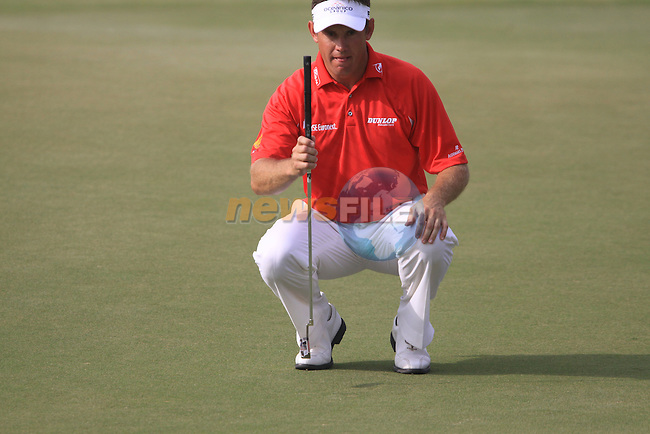 Lee Westwood lines up his putt on the 11th green during the Final Day of the Dubai World Championship Golf in Jumeirah, Earth Course, Golf Estates, Dubai  UAE, 22nd November 2009 (Photo by Eoin Clarke/GOLFFILE)