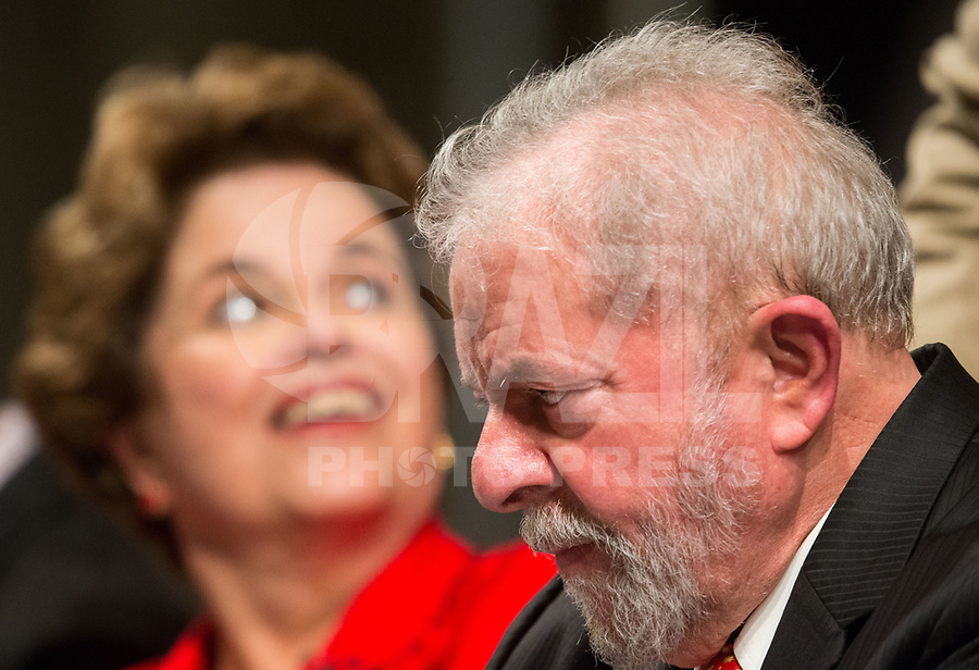 BRASÍLIA, DF, 05.07.2017 - PT - DIRETORIO -     O ex-presidente Lula e a ex-presidente Dilma Rousseff, durante a posse do Diretório Nacional do PT, no Centro de Convenções Brasil 21, em Brasília, nesta quarta, 05. (Foto: Ed Ferreira/Brazil Photo Press).