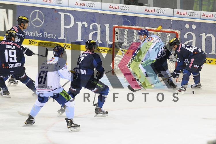 ERC Ingolstadt - Straubing Tigers<br /> Straubings Michael Connolly (Nr22)  scheitert hier noch an Ingolstadts Timo Pielmeier (Nr.51) <br /> <br /> Foto &copy; PIX-Sportfotos *** Foto ist honorarpflichtig! *** Auf Anfrage in hoeherer Qualitaet/Aufloesung. Belegexemplar erbeten. Veroeffentlichung ausschliesslich fuer journalistisch-publizistische Zwecke. For editorial use only.
