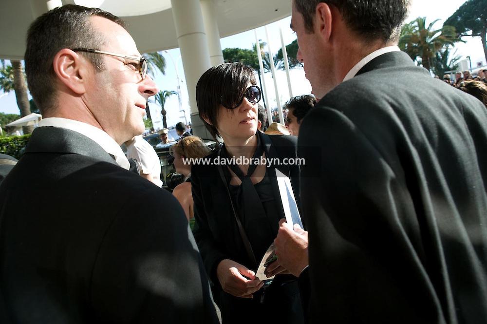 Catherine Corsini (C), Gilles Duval (D), depart pour la montee des marches, 20 ans de la Fondation Groupama-Gan pour le Cinema, Cannes, France, 18 mai 2007.