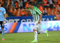 MEDELLÍN -COLOMBIA-25-10-2014. Edwin Cardona jugador de Atlético Nacional celebra un gol anotado a Aguilas Pereira durante partido por la fecha 16 de la Liga Postobón II 2014 jugado en el estadio Atanasio Girardot de la ciudad de Medellín./ Edwin Cardona player of Atletico Nacional celebrates a goal scored to Aguilas Pereira during the match for the 16th date of the Postobon League II 2014 at Atanasio Girardot stadium in Medellin city. Photo: VizzorImage/Luis Ríos/STR