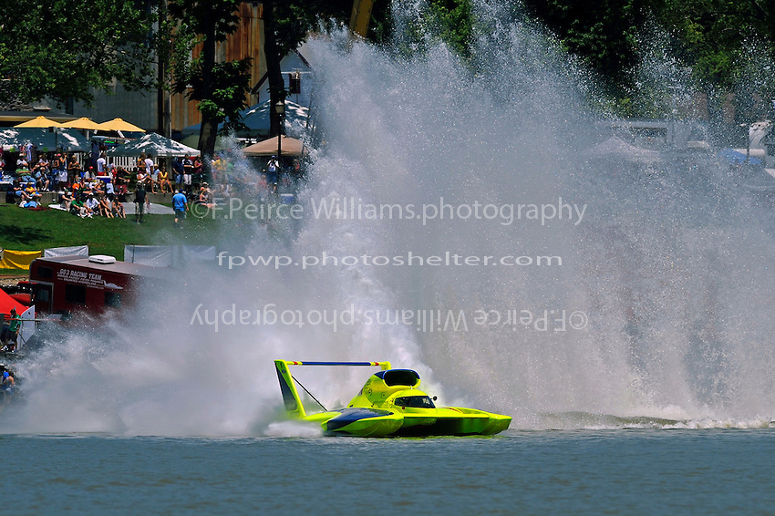 """J. W. Myers, U-37 """"Miss Peters & May"""" cuts through the course at the start/finish line during the five minute period."""