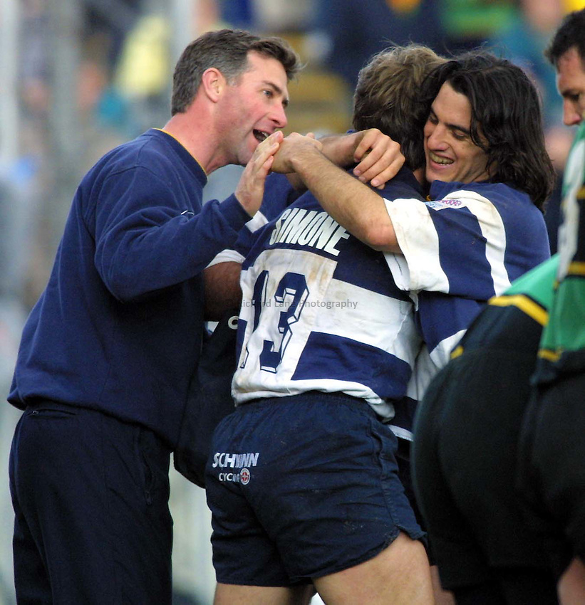 Photo : Garvin Davies.Bristol v Northampton Zurich Premiership 16-04-01.Agustin Pichot celebrates with try scorer Eduardo Simone