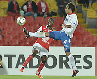 BOGOTÁ-COLOMBIA-11-02-2014. Edison Mendez (Izq.) jugador del Independiente Santa Fe de Colombia, disputa el balón con David Bernardo Mendoza (Der.) jugador del Nacional de Paraguay, durante partido entre Independiente Santa Fe y Nacional de la segunda fase, grupo 4, de la Copa Bridgestone Libertadores en el estadio Nemesio Camacho El Campin, de la ciudad de Bogota./ Edison Mendez (L) player of Independiente Santa Fe of Colombia, vies for the ball with David Bernardo Mendoza (R) player of Nacional of Paraguay, during a match between Independiente Santa Fe and Nacional for the second phase, group 4, of the Copa Bridgestone Libertadores in the Nemesio Camacho El Campin in Bogota city.  Photo: VizzorImage/ Gabriel Aponte /Staff