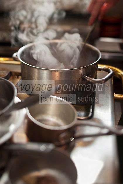Europe/France/Pays de la Loire/44/Loire-Atlantique/La Plaine-sur-Mer: En cuisine à Hôtel-Restaurant: Anne de Bretagne, port de la Gravette
