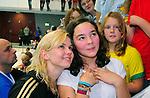 14.11.2010, Schwimmoper, Wuppertal, GER, Kurzbahn-Meisterschaft im Bild ist Britta Steffen bei Ihren Fans geduldig.<br />  Foto &copy; nph Freund