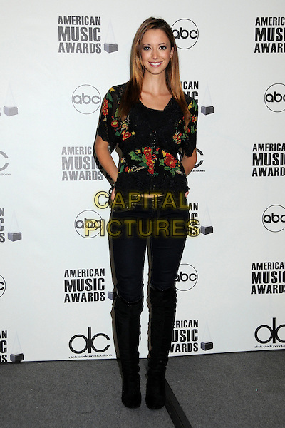 TARYN SOUTHERN.2009 American Music Awards Press Conference held at the Beverly Hills Hotel, Beverly Hills, California, USA..October 13th, 2009.full length black jeans denim floral print shirt .CAP/ADM/BP.©Byron Purvis/AdMedia/Capital Pictures.