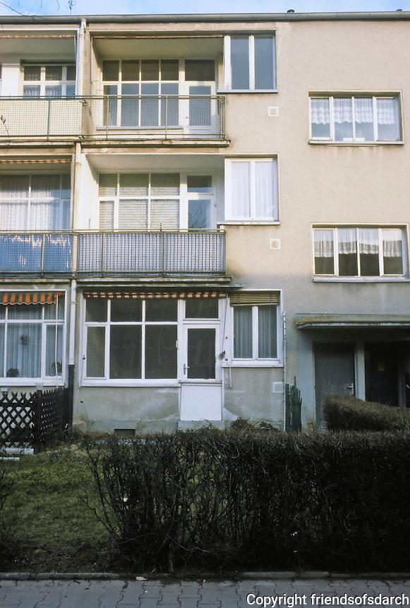 Frankfurt: Hellerhofsiedlung, 1929030. Typical southern elevation. Architect Mart Stam.