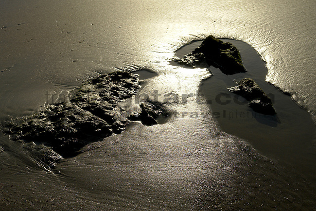 www.travel-lightart.com, ©Paul J. Trummer, body of water, elements, H2O, Nature, Gewässer, Natur, Naturelemente, Andalucia, Andalusia, Barrosa Beach, Cadiz, Chiclana de la Frontera, cliffs, continent, continents, Costa de la Luz, countries, Country, Europe, Geography, Novo Sancti Petri, Rocky seashore, Spain, Andalusien, Barrosa Strand, Erdteil, Erdteile, Europa, Felsenkueste, Felsenküste, Geografie, Kontinent, Kontinente, Küste des Lichts, Land, Länder, Spanien, Staat, Staaten, beaches, coast, coastal landcsapes, coastline, coastlines, coasts, landscape form, landscape forms, landscapes, rocky coastline, rocky coastlines, Felsenküsten, Felsküste, Felsküsten, Küstenlandschaft, Landschaftsform, Landschaftsformen, Meeresstrand, Sandstrand, Sandstrände, Straende, sandy beach, sandy beaches, Atlantic, bodies of water, ocean, oceans, ozean, ozeans, sea, seas, Atlantik, Atlantischer Ozean, Meer, Meere, Ozeane, event, events, Light, lightning effect, lightning effects, lights, natural phenomenon, sun reflection, Ereignis, Ereignisse, Licht, Lichteffekt, Lichteffekte, Lichter, Lichterscheinung, Lichterscheinungen, Lichtreflex, Lichtreflexe, Naturereignis, Naturereignisse, Naturerscheinung, Naturerscheinungen, Naturphänomen, Naturphänomene, Sonnenreflex, Sonnenreflexe