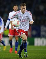 FUSSBALL   1. BUNDESLIGA    SAISON 2012/2013    14. Spieltag   Hamburger SV - FC Schalke 04                               27.11.2012 Marcell Jansen (Hamburger SV) Einzelaktion am Ball