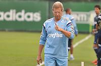 SÃO PAULO.SP. 09.04.2015 - PALMEIRAS TREINO - Oswaldo de Oliveira tecnico do Palmeiras durante o treino na Academia de Futebol zona oeste na nesta quinta feira 09. ( Foto: Bruno Ulivieri / Brazil Photo Press )