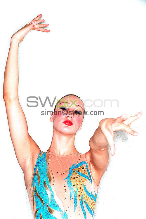 Pix: Ben Duffy/SWpix.com. Synchronised Swimming. 29/09/03...COPYRIGHT PICTURE>>SIMON WILKINSON>>01943 436649>>..Great Britain's Tia Randell.