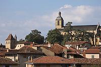 Europe/France/Midi-Pyrénées/46/Lot/Figeac: les toits de la ville et l'église Saint-Sauveur