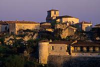 Europe/France/Aquitaine/47/Lot-et-Garonne/Pujols : Village dans la lumière du matin