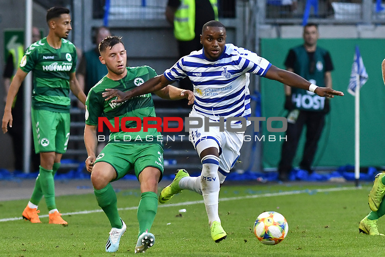 11.08.2019, Schauinsland-Reisen-Arena, Duisburg, GER, DFB-Pokal, MSV Duisburg vs SpVgg Greuther Fuerth, DFL regulations prohibit any use of photographs as image sequences and/or quasi-video<br /> <br /> im Bild v. li. im Zweikampf Maximilian Wittek (#3, SpVgg Greuther Fürth / Fuerth) Arnold Budimbu (#11, MSV Duisburg) <br /> <br /> Foto © nordphoto/Mauelshagen