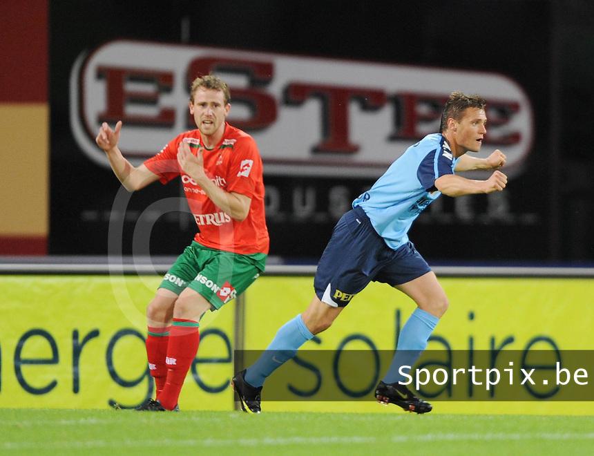 SV Zulte-Waregem - KV Kortrijk..Leon Benko scoort de 1-0, Bart Buysse kijkt toe (links)..foto VDB / BART VANDENBROUCKE