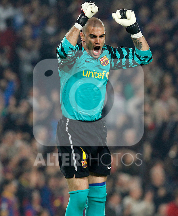 FC Barcelona's Victor Valdes celebrates goal during UEFA Champions League match.April 6,2011. (ALTERPHOTOS/Acero)