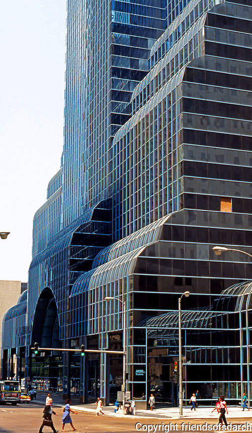 Helmut Jahn: Northwestern Terminal, Chicago 1987.  Photo '88.