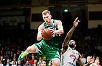 S&ouml;dert&auml;lje 2015-04-10 Basket SM-Semifinal 5 S&ouml;dert&auml;lje Kings - Sundsvall Dragons :  <br /> S&ouml;dert&auml;lje Kings Aaron Andersson i kamp om bollen med Sundsvall Dragons Akeem Wright  under matchen mellan S&ouml;dert&auml;lje Kings och Sundsvall Dragons <br /> (Foto: Kenta J&ouml;nsson) Nyckelord:  S&ouml;dert&auml;lje Kings SBBK T&auml;ljehallen Sundsvall Dragons