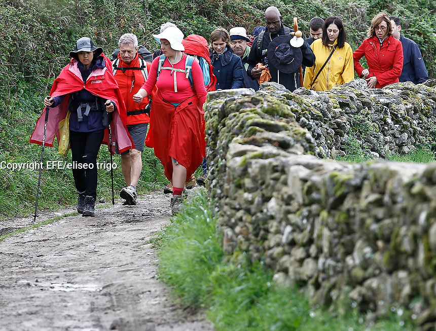 Fecha: 04-05-2015. In the image Terry Porter NBA steps as a pilgrim heading to Santiago de Compostela