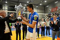 GRONINGEN - Volleybal, Lycurgus - Taurus, Supercup, seizoen 2018-2019, 29-09-2018,  Lycurgus speler Wytze Kooistra ontvangt de beker
