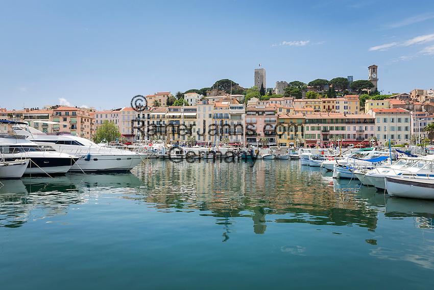 France, Provence-Alpes-Côte d'Azur, Cannes: the old port - le Vieux Port - below the citadel   Frankreich, Provence-Alpes-Côte d'Azur, Cannes: der alte Hafen - le Vieux Port - unterhalb der Zitadelle