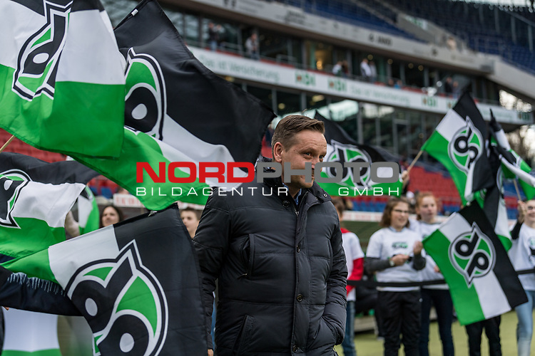 09.02.2019, HDI Arena, Hannover, GER, 1.FBL, Hannover 96 vs 1. FC Nuernberg<br /> <br /> DFL REGULATIONS PROHIBIT ANY USE OF PHOTOGRAPHS AS IMAGE SEQUENCES AND/OR QUASI-VIDEO.<br /> <br /> im Bild / picture shows<br /> Horst Heldt (Sportdirektor / Manager Sport Hannover 96) zwischen Hannover 96 Fahnen, <br /> <br /> Foto © nordphoto / Ewert