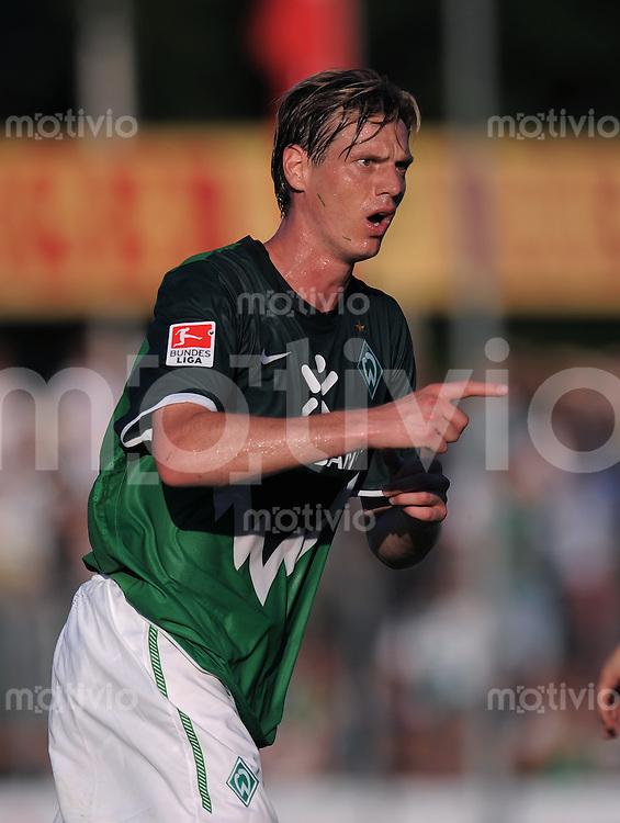FUSSBALL     1. BUNDESLIGA     SAISON 2010/2011     TESTSPIEL   20.07.2010  SSV Reutlingen - SV Werder Bremen       JUBEL Werder, Torschuetze zum 1-2 Tim Borowski