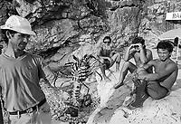 - Villaggio albanese, Queparo (Cepar&ograve;, agosto 1993); i giovanotti della spiaggia<br /> <br /> -  Albanian  Village, Queparo (Cepar&ograve;, August 1993); the boys of the beach