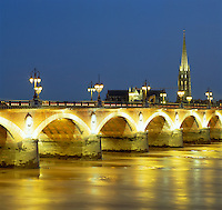 France, Aquitaine, Bordeaux: Pont De Pierre at Dusk | Frankreich, Aquitanien, Bordeaux: Pont De Pierre am Abend