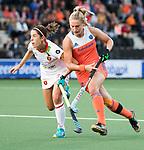 AMSTELVEEN -  Laurien Leurink (Ned) met Rocio Ybarra (Spa)  tijdens Nederland - Spanje (dames) bij de Rabo EuroHockey Championships 2017.  COPYRIGHT KOEN SUYK