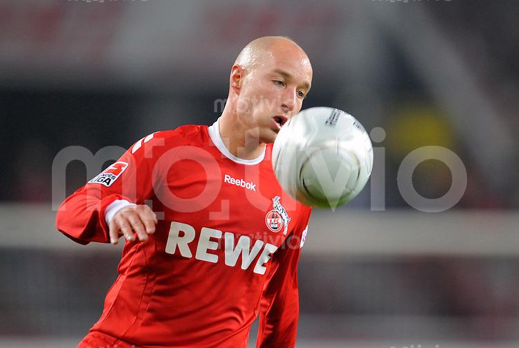 FUSSBALL   1. BUNDESLIGA   SAISON 2008/2009   6. SPIELTAG 1.FC Koeln - FC Schalke 04          26.09.2008 Nemanja VUCICEVIC (Koeln), Einzelaktion am Ball.