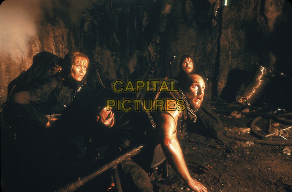 IZABELLA SCORUPCO, MATTHEW McCONAUGHEY & CHRISTIAN BALE.in Reign Of Fire.Filmstill - Editorial Use Only.Ref: 11684.CAP/AWFF.supplied by Capital Pictures