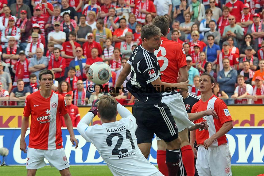 Niklas Stark (Nürnberg) gegen Loris Karius und Stefan Bell (Mainz) - 1. FSV Mainz 05 vs. 1. FC Nürnberg, Coface Arena,
