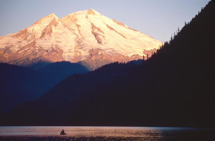 Kayaker, Mount Baker, Baker Lake, sunrise, Washington State, Cascade Range, Pacific Northwest, USA,.