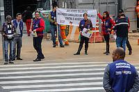 SÃO PAULO,SP,27.05.2014 - PROTESTO ZOONOSE - Funcionarios da Zoonose fizeram um pequeno protesto proximo ao metro Vila Prudente na zona leste,eles pedem um reajuste nos salarios e melhores condições de trabalho(Foto Ale Vianna/Brazil Photo Press).