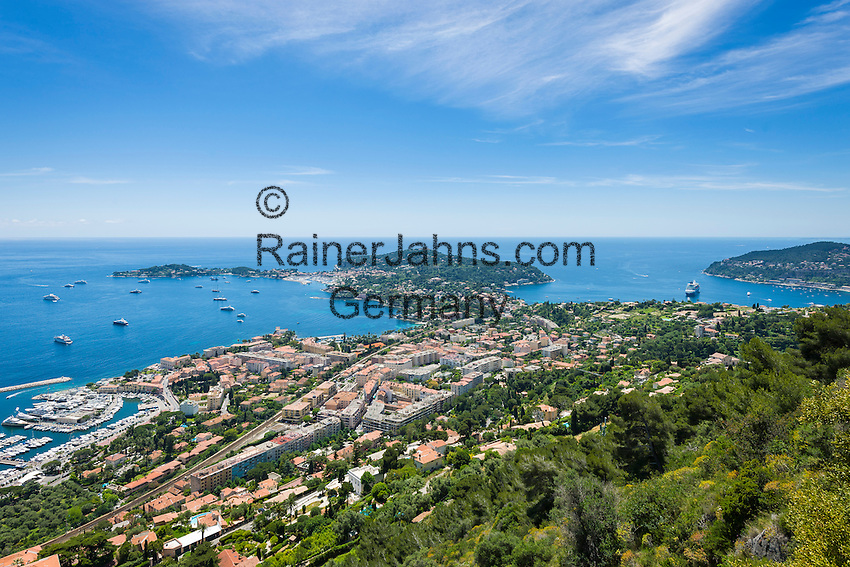 France, Provence-Alpes-Côte d'Azur, Beaulieu-sur-Mer: view across resort with marina and peninsula Cap Ferrat | Frankreich, Provence-Alpes-Côte d'Azur, Beaulieu-sur-Mer: Blick ueber den Kuestenort mit Yachthafen und der vorgelagerten Halbinsel Cap Ferrat