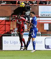KV Kortrijk - AA Gent.kopduel tussen Stef Wils (rechts) en Sawaneh Ibou Ebrahima.foto VDB / BART VANDENBROUCKE