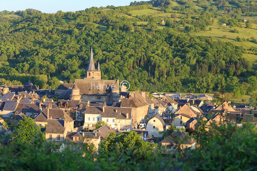 France, Aveyron (12), Saint-Côme-d'Olt, labellisé Les Plus Beaux Villages de France, le village le soir // France, Aveyron, Saint Come d'Olt,labelled Les Plus Beaux Villages de France (The most beautiful villages of France), the village in the evening