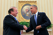 United States President Barack Obama shakes hands with Prime Minister Nawaz Sharif of Pakistan in the Oval Office of the White House in Washington, D.C. on October 23, 2013.<br /> Credit: Dennis Brack / Pool via CNP