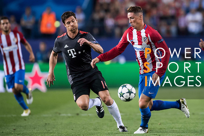 Fernando Torres of Atletico Madrid battles for the ball with Xabi Alonso of FC Bayern Munich during their 2016-17 UEFA Champions League match between Atletico Madrid vs FC Bayern Munich at the Vicente Calderon Stadium on 28 September 2016 in Madrid, Spain. Photo by Diego Gonzalez Souto / Power Sport Images