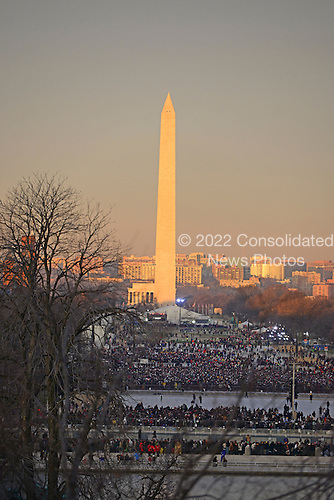 Washington Monument from the U.S. Capitol on Monday, January 21, 2013..Credit: Ron Sachs / CNP.(RESTRICTION: NO New York or New Jersey Newspapers or newspapers within a 75 mile radius of New York City)