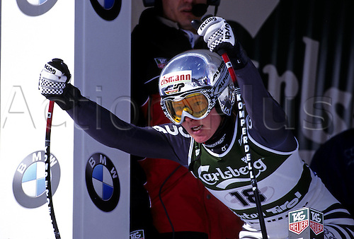 29 January 2001: German skier Hilde Gerg (GER) prepares herself at the starting gate in the Women's Super-Giant Slalom in the world Skiing Championships held at St Anton, Austria Photo: Neil Tingle/actionplus...wintersport ski preparation female concentration determination 010129