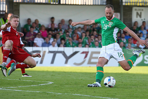 31.05.2016, Turners Cross Stadium, Cork, Ireland. International football friendly between republic of ireland and Belarus.  David Meyler of Republic of Ireland shoots past Mikita Korzun of Belarus
