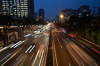 SAO PAULO, SP, 11 DE JUNHO DE 2013 - TRANSITO SP: Trânsito bom na Av. 23 de Maio sentido bairro, próximo ao Parque do Ibirapuera, zona sul de São Paulo na tarde desta terça feira (11). FOTO: LEVI BIANCO - BRAZIL PHOTO PRESS.