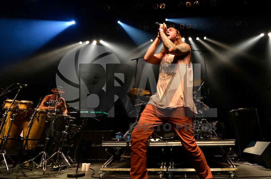 SAO PAULO, SP, 22 DE MARÇO DE 2013 - SHOW DIRTY HEADS - A banda americana de reggae fusion Dirty Heads durante apresentação realizada na noite desta sexta feira (22) no HSBC Brasil em São Paulo. FOTO: LEVI BIANCO - BRAZIL PHOTO PRESS