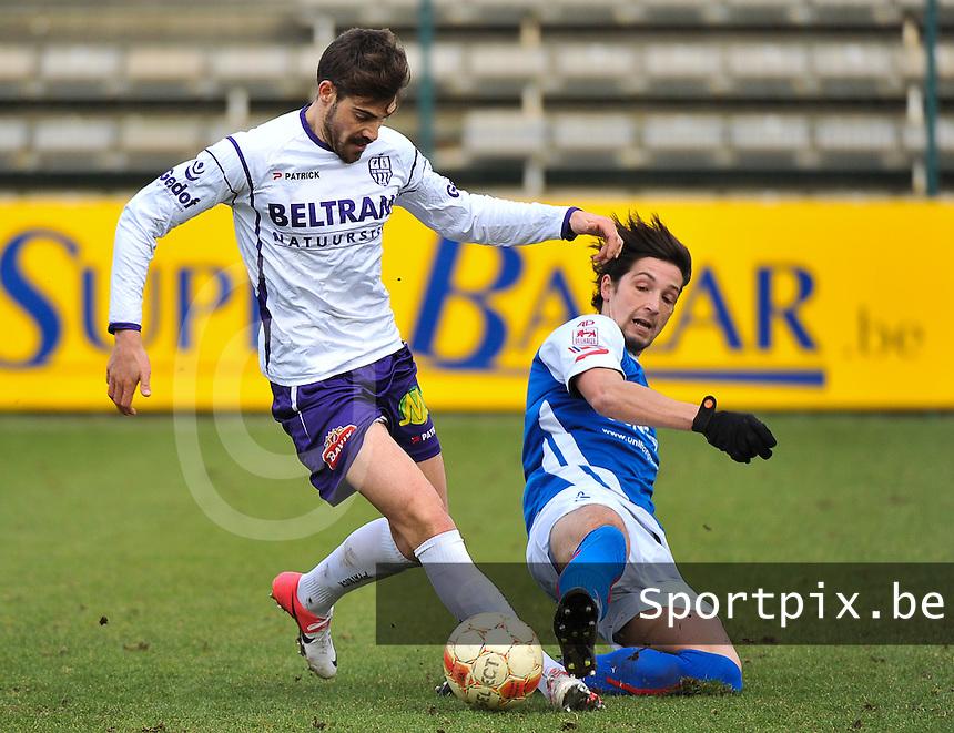 SW Harelbeke - BS Poperinge : Miguel Gonzales probeert de tackle van Louis Lambin te ontwijken.foto VDB / BART VANDENBROUCKE