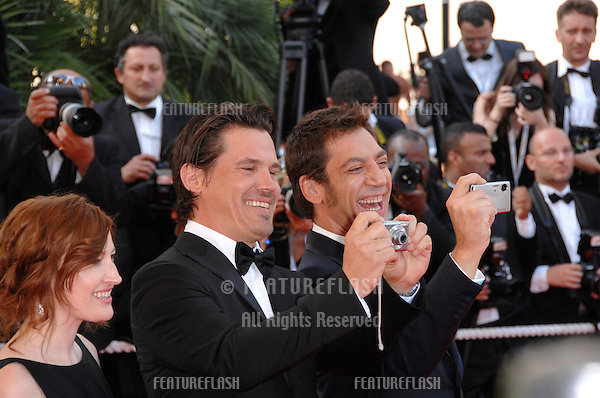 "Josh Brolin & Javier Bardem & Kelly MacDonald at screening for ""No Country for Old Men"" at the 60th Annual International Film Festival de Cannes. .May 19, 2007  Cannes, France..© 2007 Paul Smith / Featureflash"